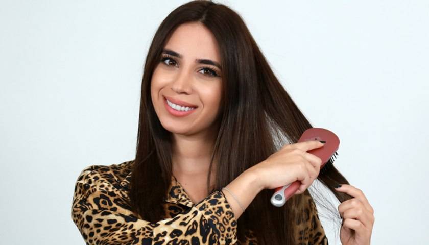 الطريقة الصحيحة لتمشيط شعركِ من دون التسبّب بتكسّره