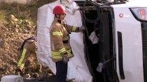 Başakşehir'de Trafik Kazası, Minibüs Gizli Buzlanma Nedeniyle Takla Attı