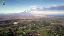 Etna, le immagini dell'eruzione riprese da un aereo | VIDEO