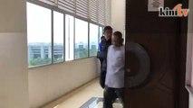 Bekas pegawai khas kepada bekas menteri kabinet dipenjara, didenda