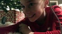 Un enfant a voulu filmer le père Noël mais a capturé une scène bien différente et hilarante