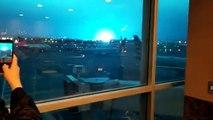 Il cielo blu dopo l'esplosione di una centrale elettrica a New York
