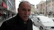 Hakkari'de kar yağışı...Polis, yaptığı kardan adamla çocukları sevindirdi