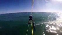 Un kitesurfeur entre en collision avec un un requin !