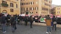 """Des gilets bleus italiens contre """"le budget du peuple"""""""