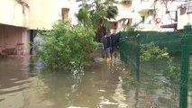 Evlerine Aniden Su Basınca Tsunami Sandılar