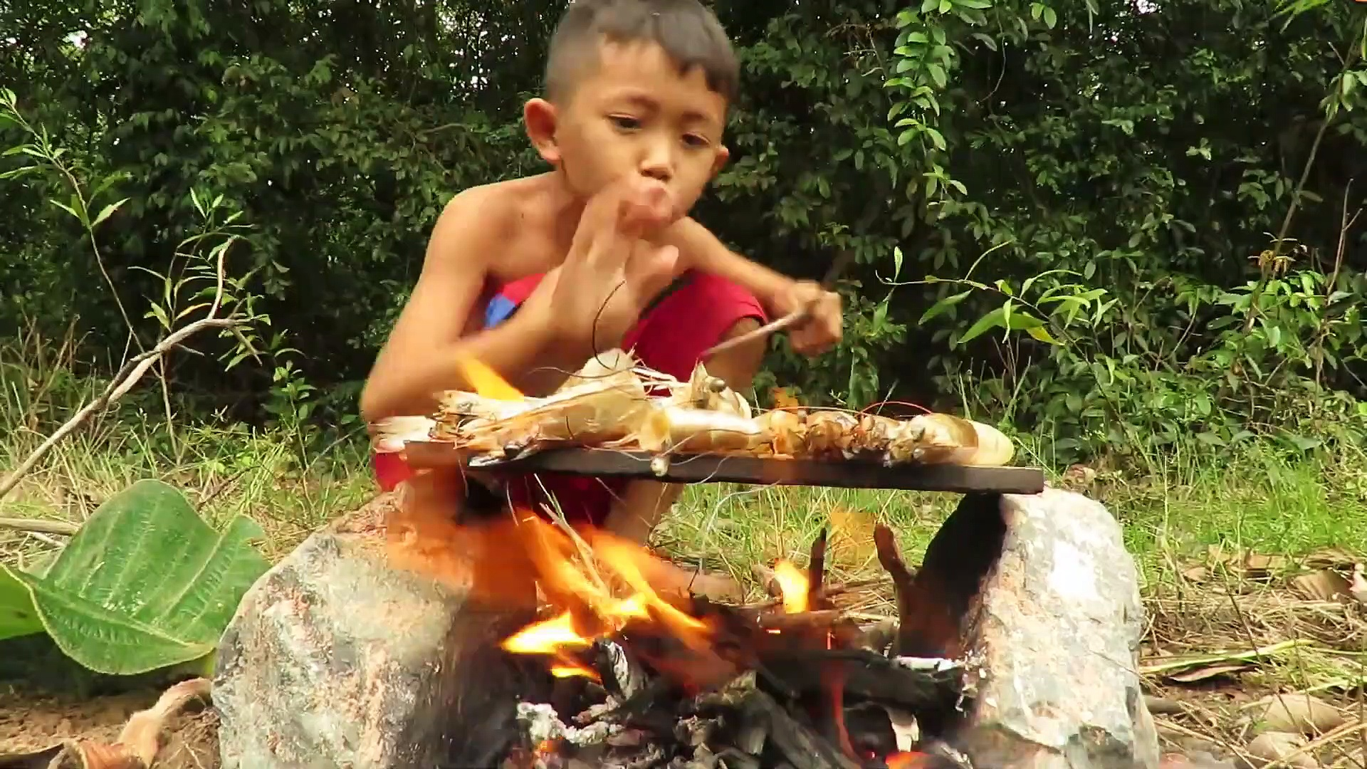 Primitive Technology – Smart boy cacth Shrimp and cooking – Eating delicious