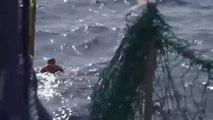 شاهد: إنقاذ مهاجر ليبي قفز من سفينة إنقاذ للوصول سباحة إلى مالطا