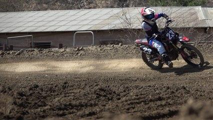 Kiana Clay Ride dirt Bike With One Arm