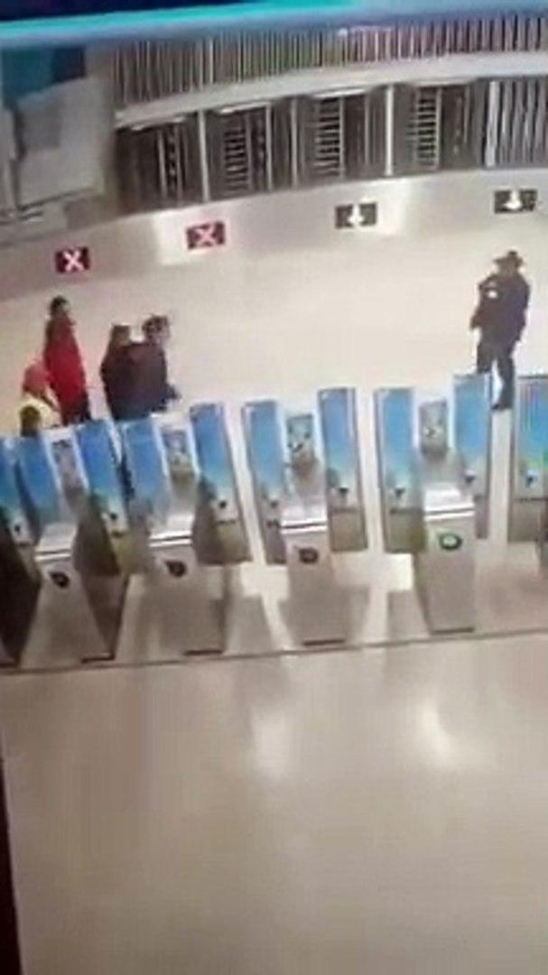 Le karma va frapper très violemment ces fraudeurs de métro