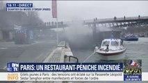 Des pompiers tentent d'éteindre un incendie sur une péniche, dans le quartier du musée d'Orsay à Paris