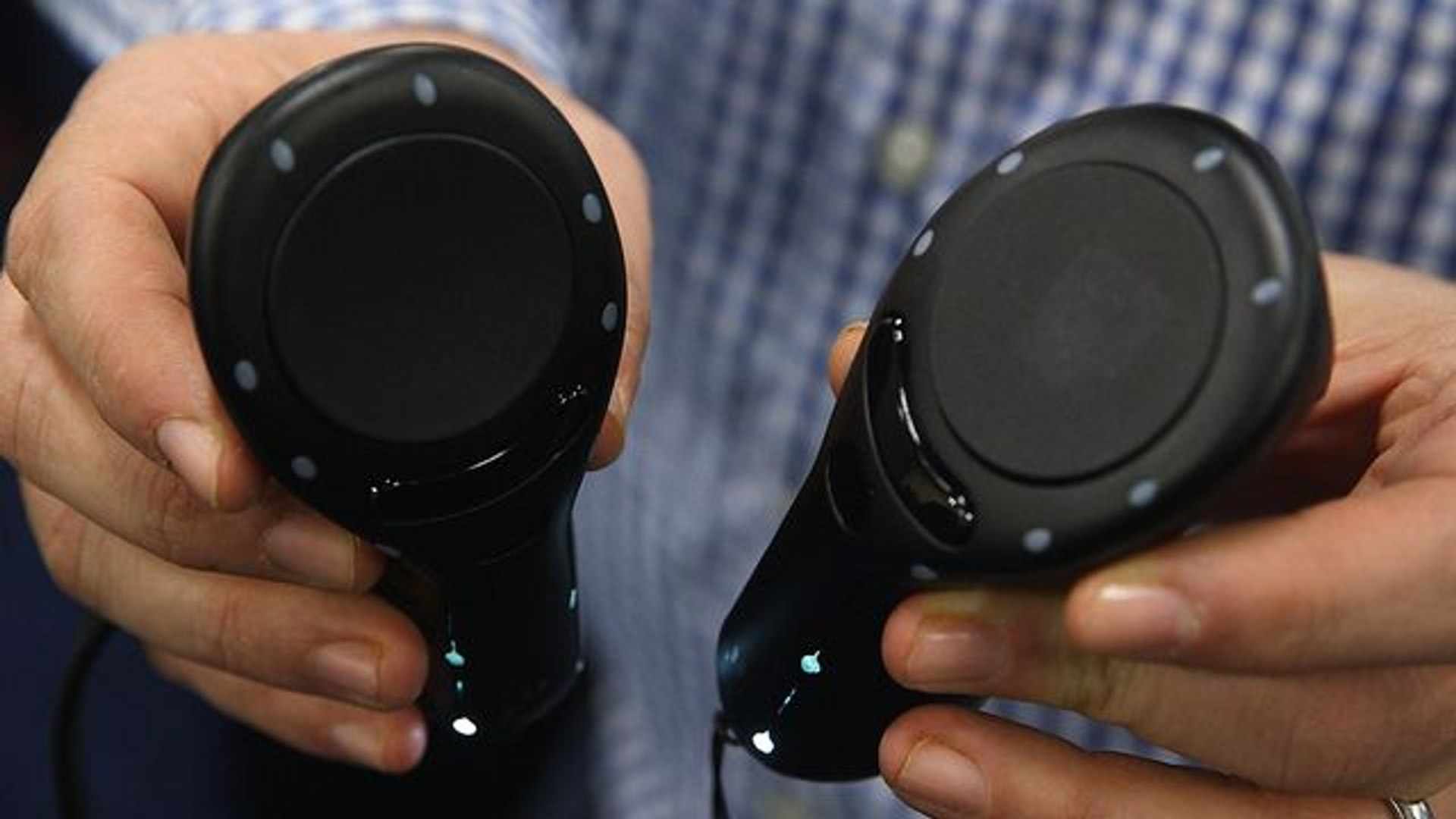 FinchShift controllers want to add full motion to mobile VR at CES 2019