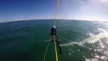 Un kitesurfeur percute un requin avec son foil