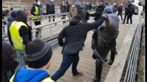 Christophe Dettinger, l'ex-boxeur qui a frappé deux gendarmes a été arrêté