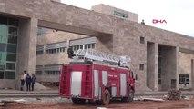Antalya Alacağı İçin Emniyet Müdürlüğü Binasına Çıktı