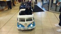 Ce soir c'est Noël.Distribution de voitures pour les enfants de l'hôpital Saint Joseph.Video 1 Éric Ghislain