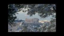 Athènes est sous la neige et les écoliers sont ravis