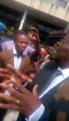 Jean De Dieu Momo reçoit un gigantesque bain de foule après son installation comme ministre délégué auprès du ministre de la justice garde des sceaux