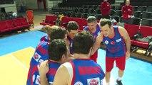 Bakan Kasapoğlu, 3. Medya Çalışanları Basketbol Turnuvası'nda dereceye giren takımlara ödüllerini takdim etti