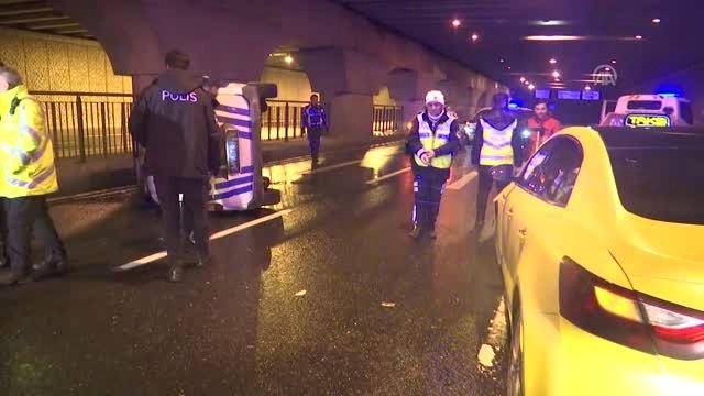 Taksi Kovalayan Polis Aracı Devrildi: 2 Polis Yaralı