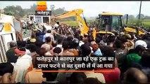 उत्तर प्रदेश: फतेहपुर में बस पलटी, मां-बेटी समेत 5 की मौत, कई लोग घायल