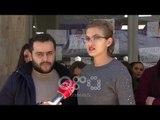 Ora News - Studentet në bojkot, këndojnë himnin kombëtar me kërkesat e tyre