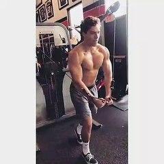 Dans la famille Schwarzenegger, c'est au tour du fils Joseph Baena de suivre les traces de son père