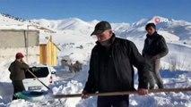 Yoğun Kar Yağışı ve Tipi Çatıları Yıktı, Arabalar Kar Altında Kaldı
