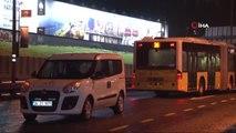 Metrobüs Yoluna Giren Şahsa Metrobüs Çarptı: 1 Yaralı