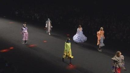 Desfile de Anel Yaos en la Samsung Ego