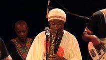 Roger Kom en live et solos de ses musiciens - Jazz band Afrobeat