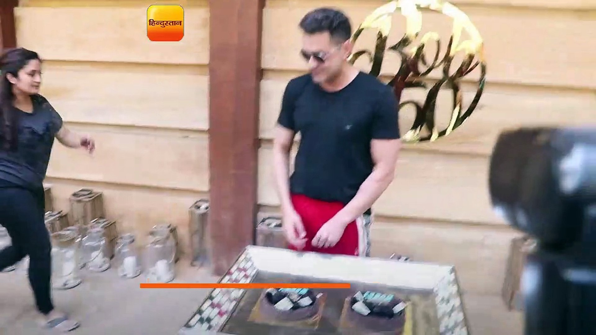 01- BOBBY DEOL BIRTHDAY CELEBRATION ON HIS BIG DAY TURNS 50 CAKE CUTTING