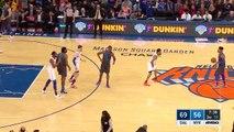 Enes Kanter embrasse le logo des Knicks pour fêter son retour à la compétition