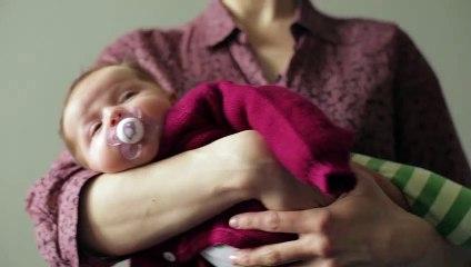 Pflege & Ausstattung - Baby 1x1: Haltepositionen fürs Baby