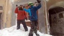 Hautes-Alpes : ils descendent la vieille ville de Briançon en snowboard après de fortes chutes de neige