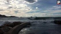 Marseille : les rafales de vent ont déchaîné la mer Méditerranée ce dimanche