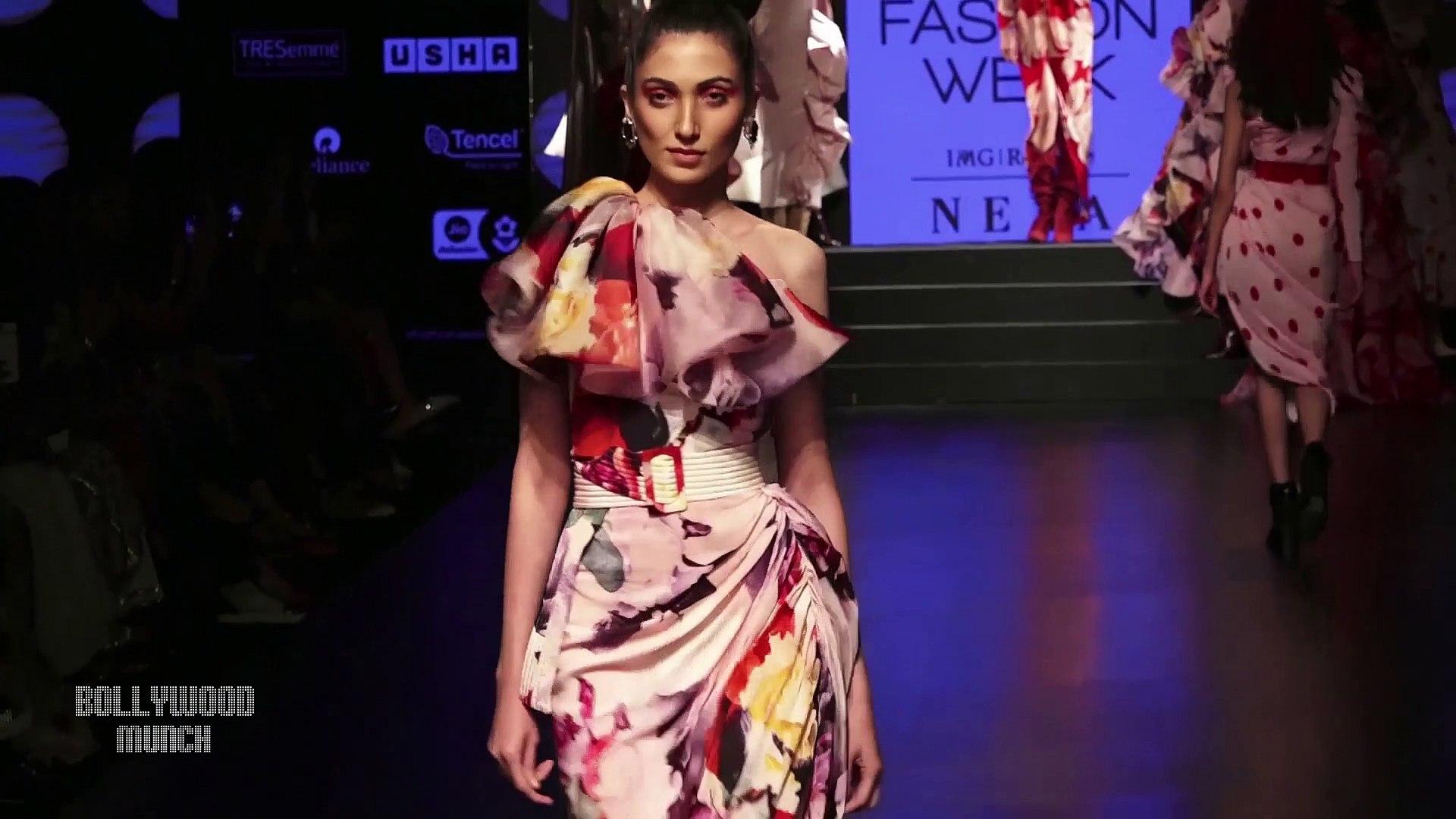 Get Yami Gautam's Dewy Makeup Look  Lakmé Fashion Week SR 2019 Showstopper