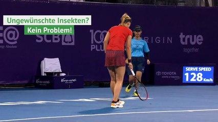 Tenisçi Lisicki'nin Raketle Uzaklaştırmaya Çalıştığı Böceği Ayağıyla Ezen Görevliden Şaşkına Çeviren Hareket