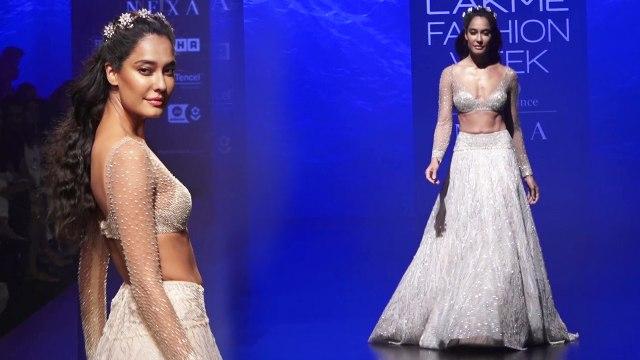 Lisa Haydon walks the ramp for Shriya Som in fairy-tale gown:Watch Video | Boldsky