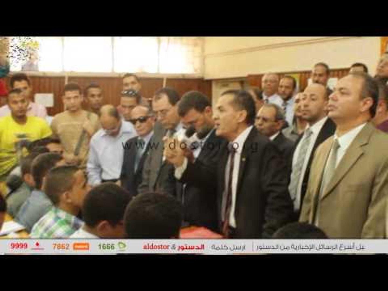 رئيس جامعة الازهر يهتف مع الطلاب تحيا مصر.. تحيا مصر