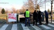 Les manifestants présents devant la présidence de l'Université Grenoble Alpes