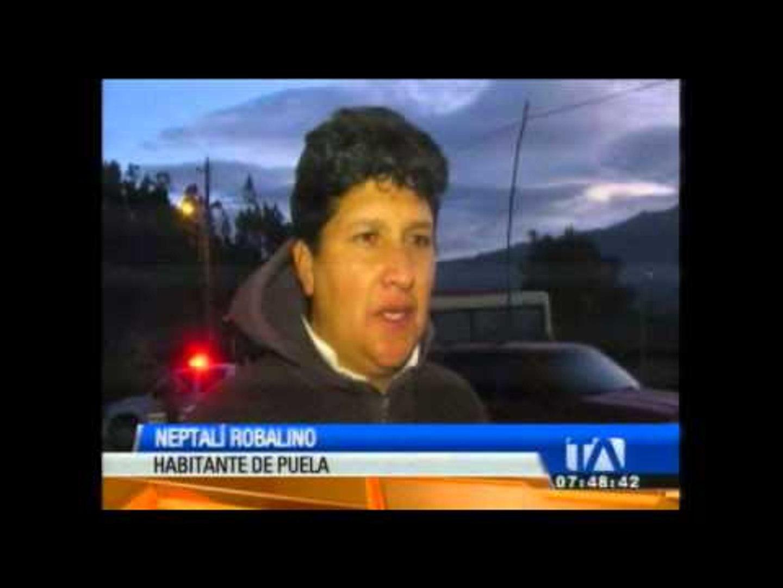 El volcán Tungurahua emana columnas de vapor y ceniza