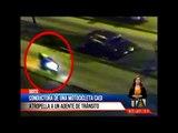 Conductora de una motocicleta casi atropella a un agente de tránsito  -Teleamazonas