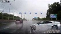 Un chauffard perd le controle de sa Lamborghini et s'écrase sur une autre voiture