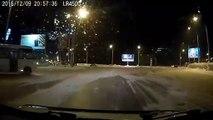 Les chauffeur de bus russes sont vraiment bons... Drift sur neige