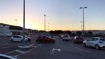 Auto-écoles - Manifestation : une cinquantaine de voitures écoles sur le parking d'Ikea à Vitrolles