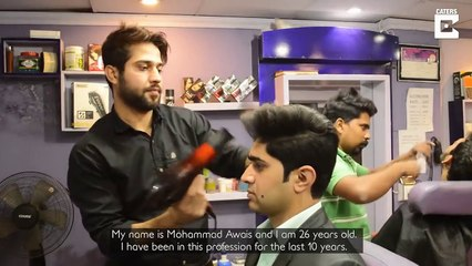 Pakistani Barber cuts hair using 27 scissors at a time- Tv9