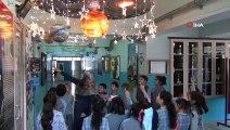 Erzincan'da öğrenciler güneş sistemi maketiyle ders işliyorlar
