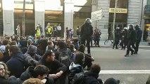 Desalojan a Carles Riera de la manifestación frente a la Fiscalía
