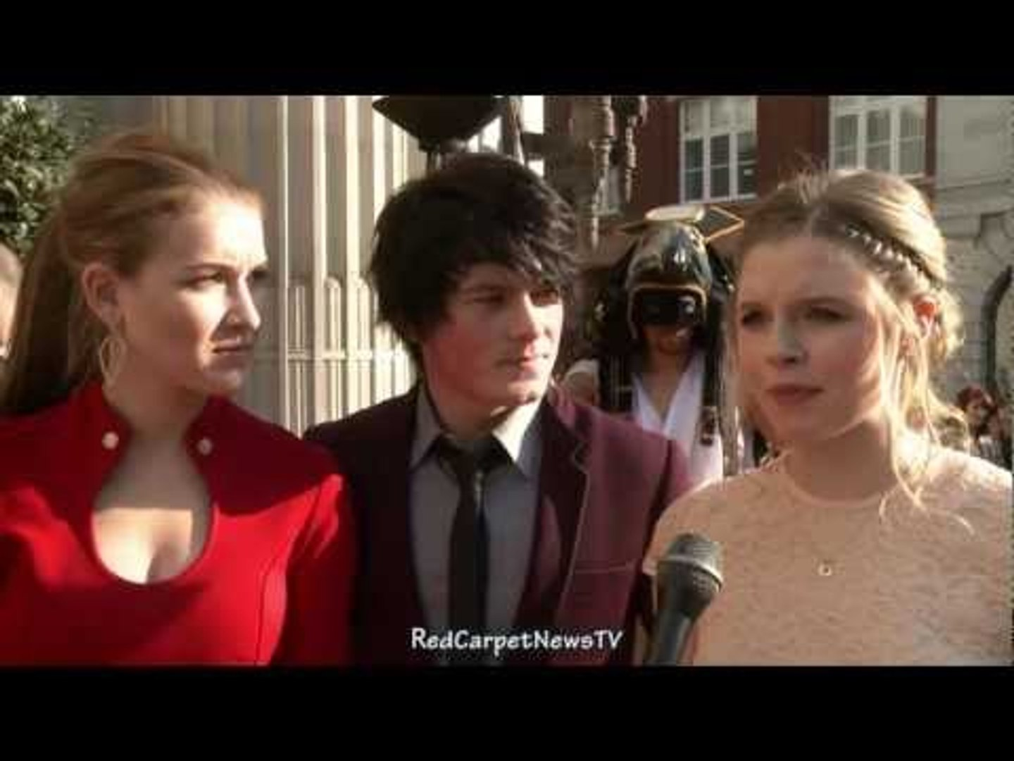 Nathalia Ramos Brad Kavanagh & Ana Mulvoy Ten Interview - House of Anubis Season 2 UK Premiere
